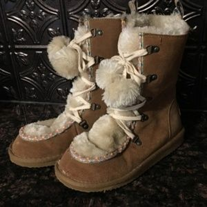 American Eagle Furry Pom Pom Winter Boots